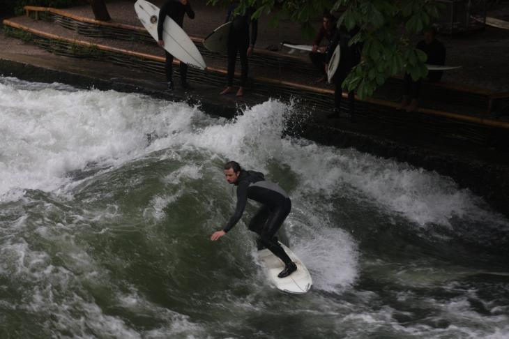 Surfing-Eisbach-River-Munich-Germany-4