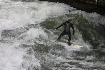 Surfing-Eisbach-River-Munich-Germany-3