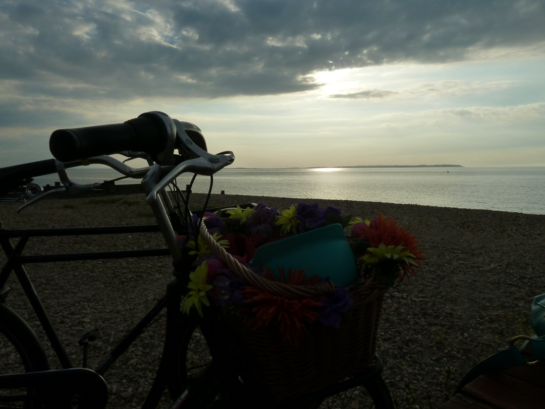 bicycle-seafront-beach-Whiststable