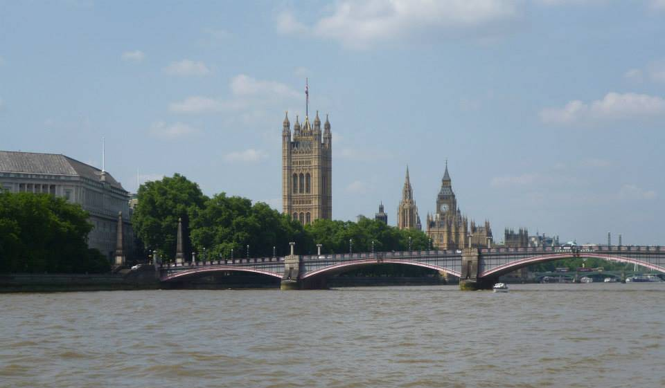 London-river-Thames-houses-of-Parliament